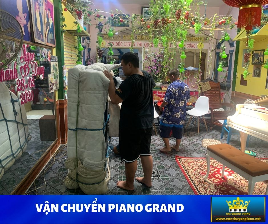 VAN-CHUYEN-GRAND-PIANO-2